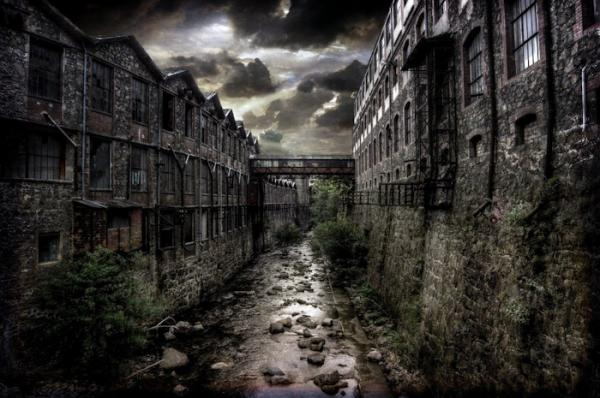 ‎Down In The Old Dark Mills