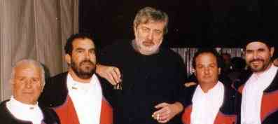 Sanremo, 1999: Francesco Guccini e i Tenores di Neoneli.
