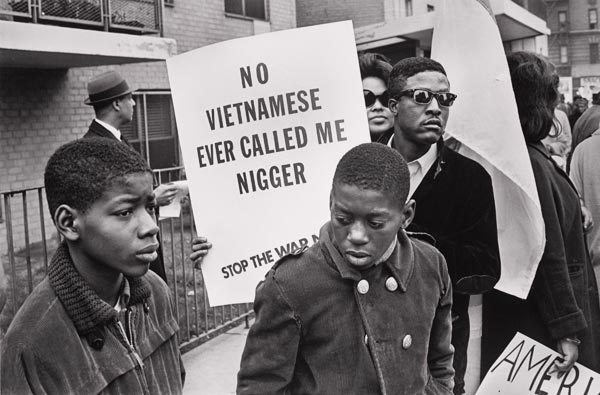 Demonstrators at ‎the Harlem Peace March to End Racial Oppression, 1967, foto di Builder Levy.‎