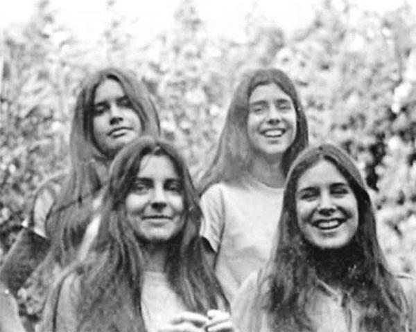 Le quattro figlie di Héctor Oesterheld. Scomparse.<br /> Las cuatro hijas de Héctor Oesterheld. Desaparecidas.<br /> Die vier Töchter Héctor Oesterhelds. Verschwunden.