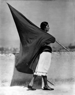 Tina Modotti – Woman with black flag, 1928