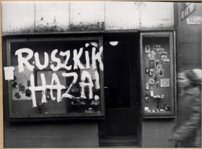 Budapest 1956: Russi a casa! Russkies go home!