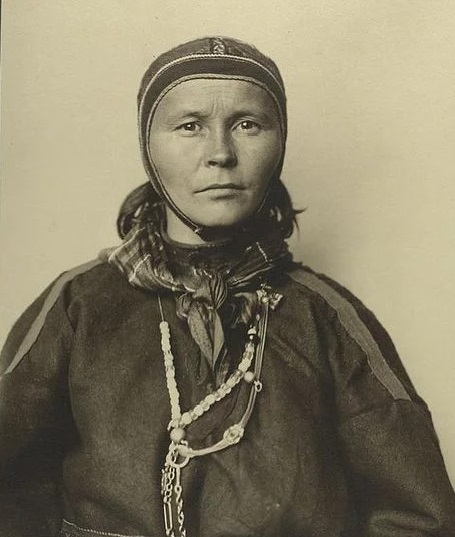 Photo of a Sámi woman taken at Ellis Island, 1905.