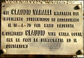 La lapide che ricorda l'assassinio di Claudio Varalli.